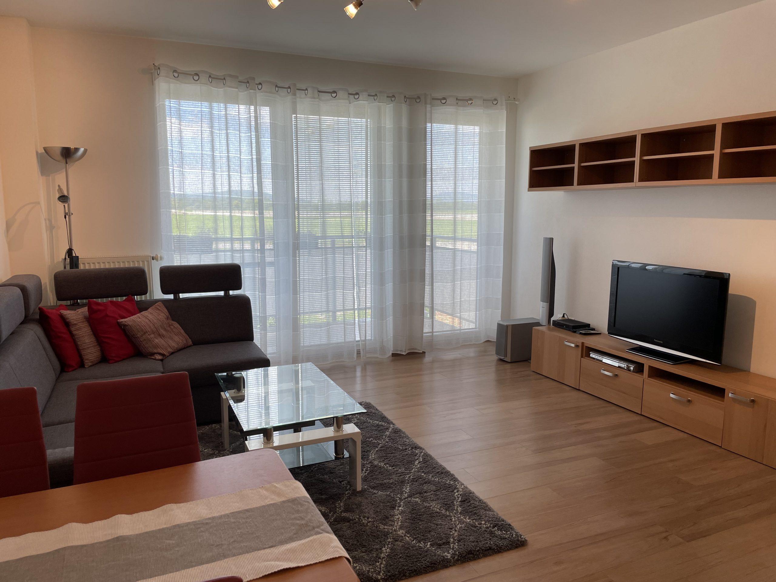 Na prenájom pekný veľký 2i byt v Jarovciach – BEZ PROVÍZIE